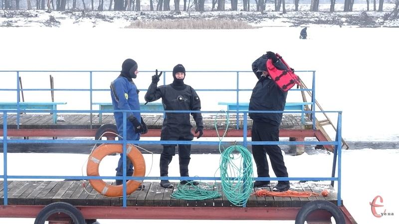 Хмельницькі водолази показали, як рятують тих, хто провалився під лід
