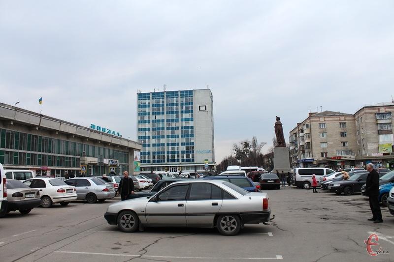 Тепер парковка на привокзальній площі Хмельницького безкоштовна