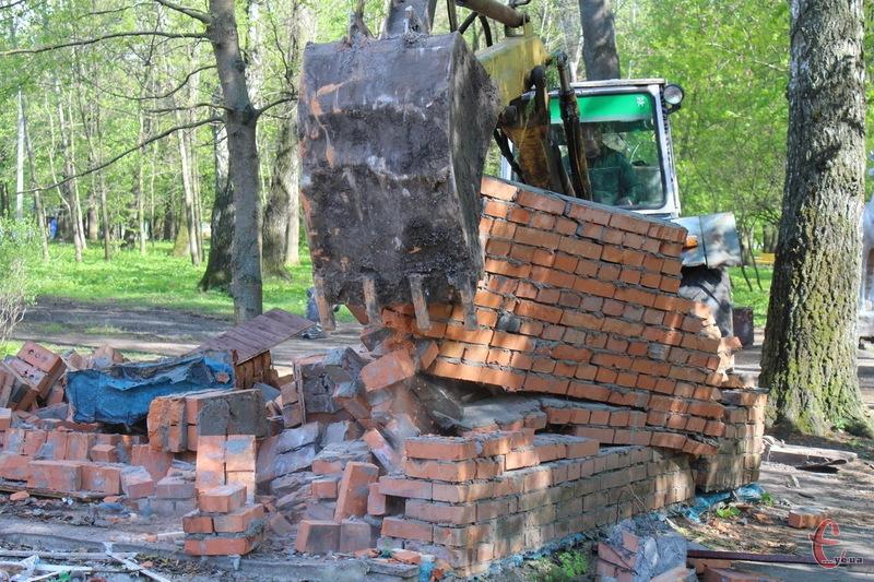 Скоріше за все, що на місці демонтованого кафе в парку Чекмана в Хмельницькому облаштують дитячий майданчик