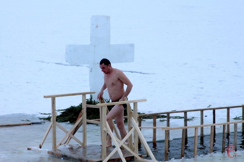Зануритися у цілющу воду в Хмельницькому можна 19 січня на Південному Бузі до 18.00