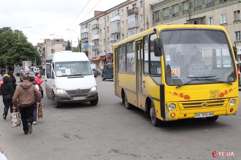 28 квітня додатковий автобус їздитиме від «Катіону» до кладовища в мікрорайоні Гречани з 9:00 до 15:00
