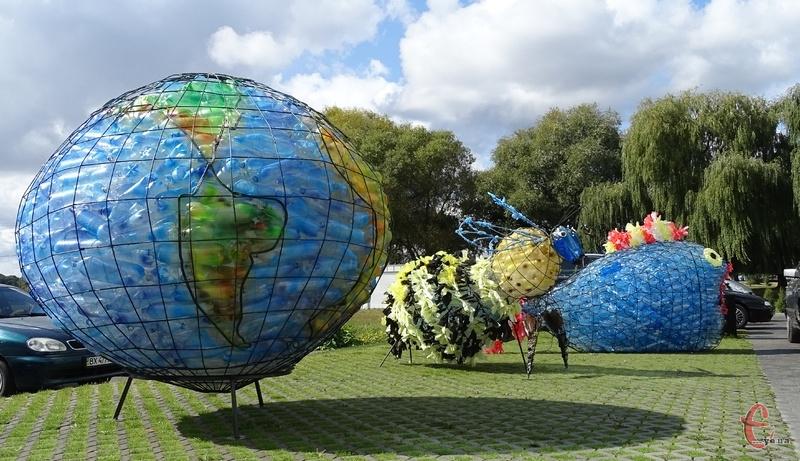 Паралельно з конференцією в рамках Днів сталої енергії організували виставку арт-об'єків зі сміття