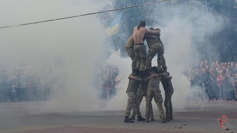 Минулого року у День Героїв свої вміння хмельничанам демострували бійці 8-го полку