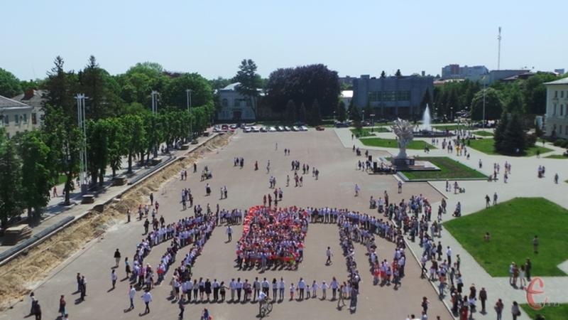 У 2015 році у Хмельницькому створили рекордну вишиванку