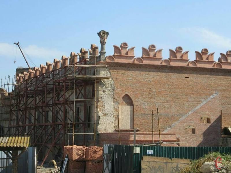 Уже скоро можна буде побачити палац Сенявських-Чарторийських у всій красі