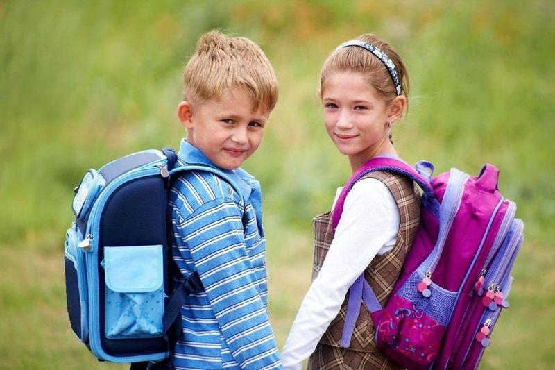 Ранець для першокласника не має важити понад один кілограм