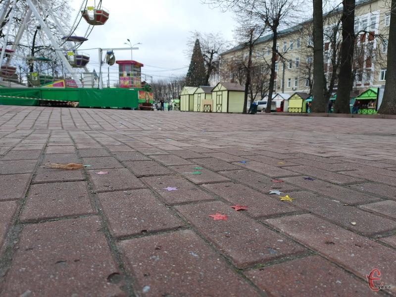 Центральні вулиці Хмельницького, після новорічної ночі, виглядають прибраними