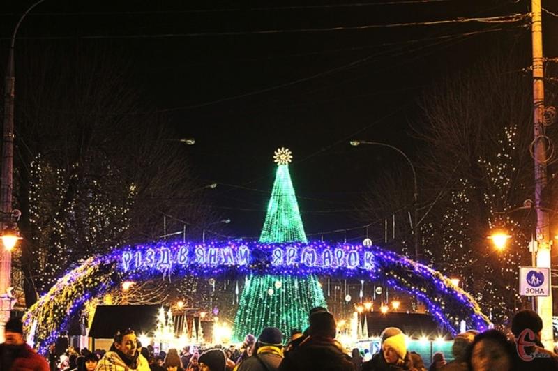 1 грудня засвітили ялинку у Хмельницькому