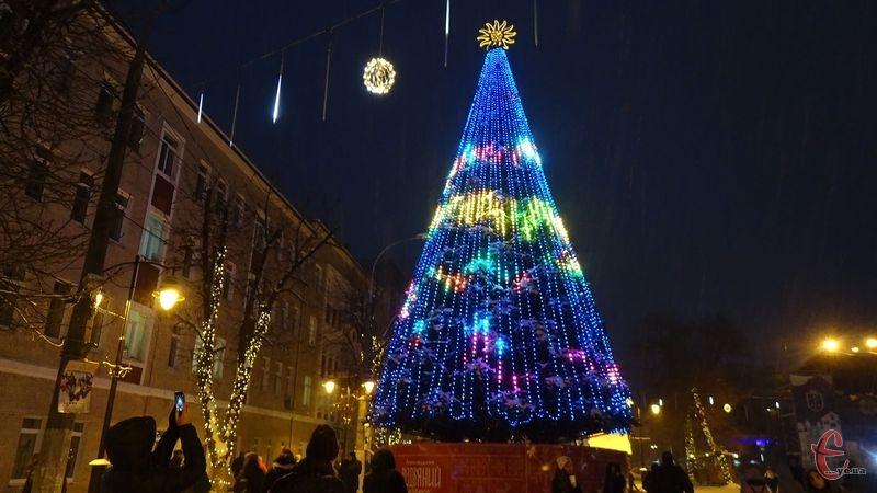 У Хмельницькому ялинку відкривали 1 грудня