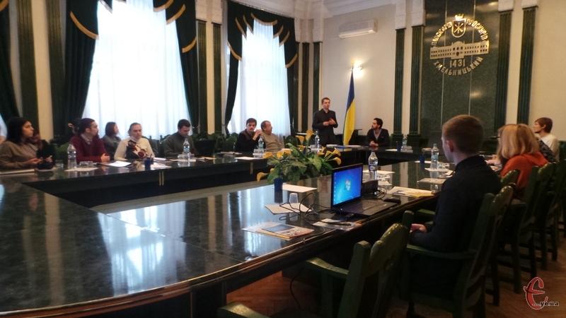 Сьогодні активісти з міським головою і експертами обговорили  впровадження енергоефективної реформи у Хмельницькому