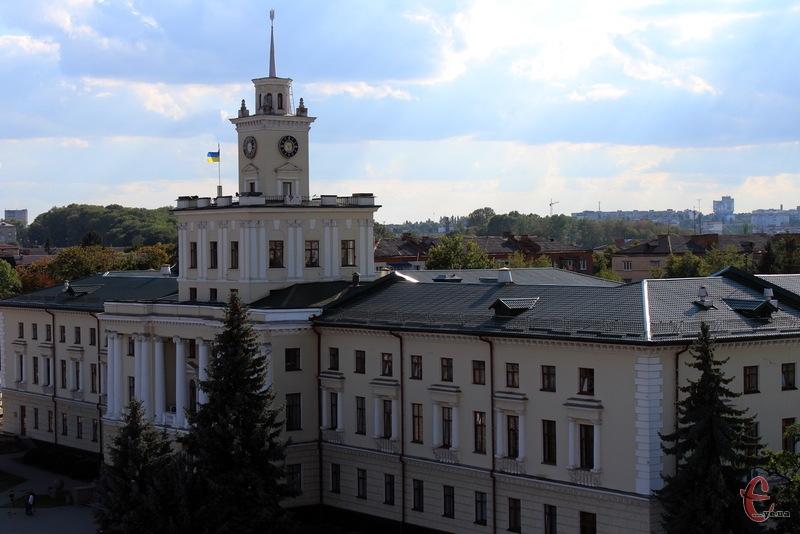На 8 сесії Хмельницької обласної ради депутати мають розглянути щонайменше 64 питання