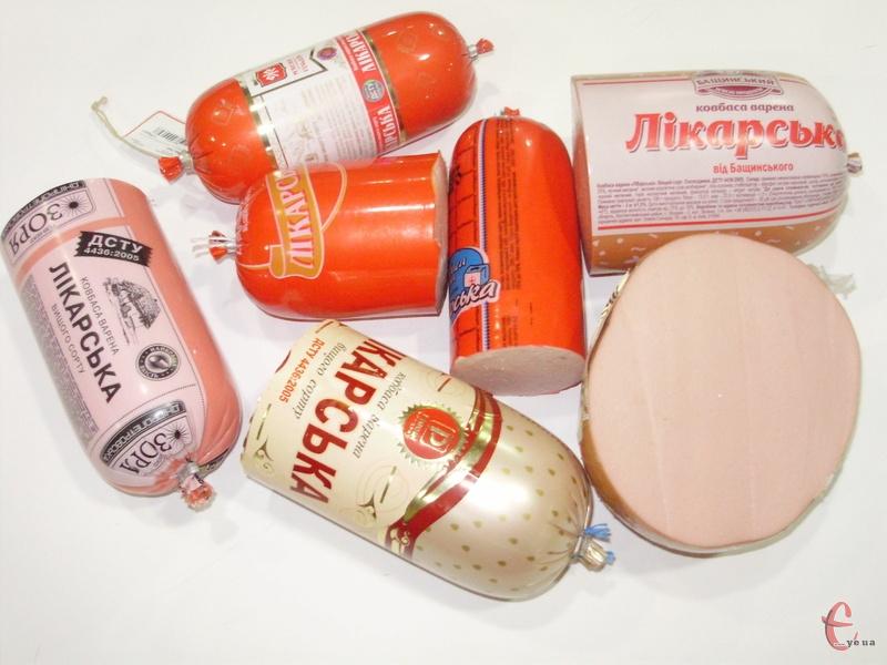 Oсновною сировиною для ковбаси «Лікарська» мають бути: свинина, яловичина, вода, сіль, спеції, молоко і яйця.