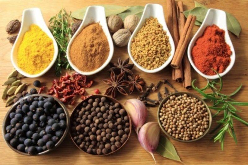 Зробити домашню консервацію смачнішою допоможуть правильно підібрані спеції та прянощі.