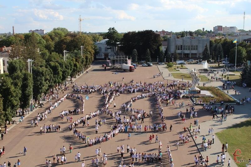 Хмельницький майдан у нинішньому своєму вигляді пережив і мітинги, і концерти, і рекорди