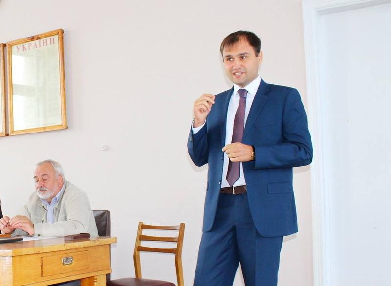 Донедавна Юрій Марущин працював начальником управління агропромислового, економічного розвитку та інфраструктури Волочиської райдержадміністрації