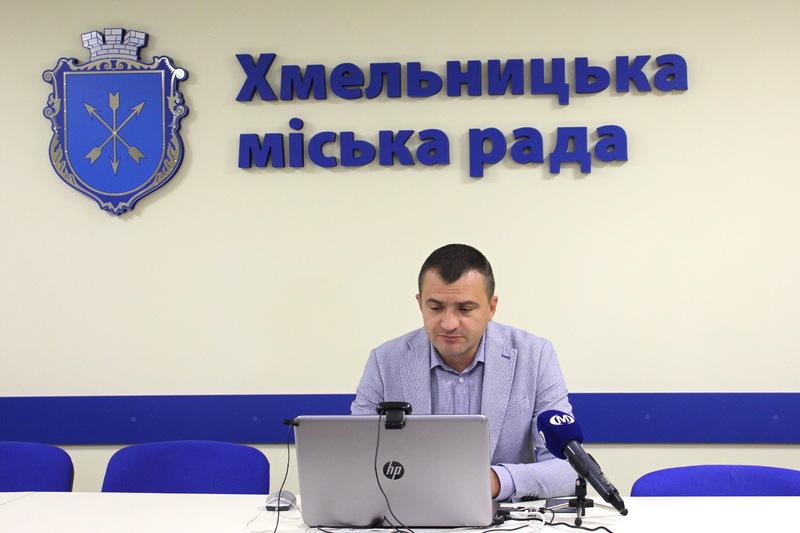 Олександр Симчишин каже, що за усіма показниками Хмельницький має бути в зеленій зоні