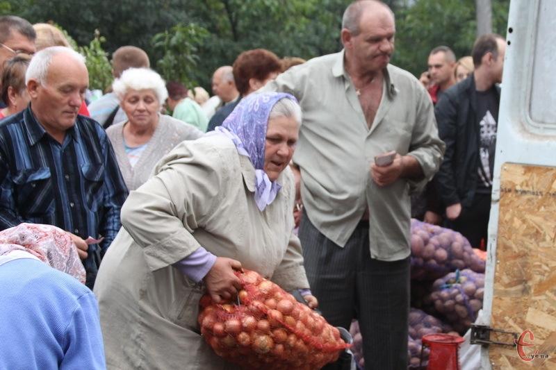 Хмельничани на ярмарку закуповують овочі на зиму