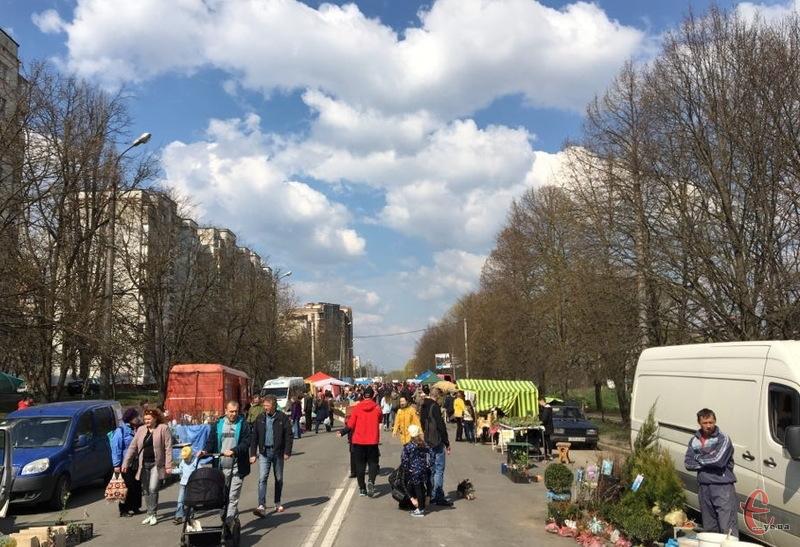 У Хмельницькому на Прибузькій провели черговий ярмарок просто неба