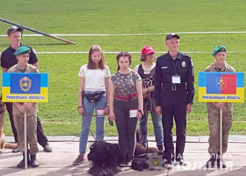 Дівчата з Шепетівки взяли участь у змаганнях кінологів