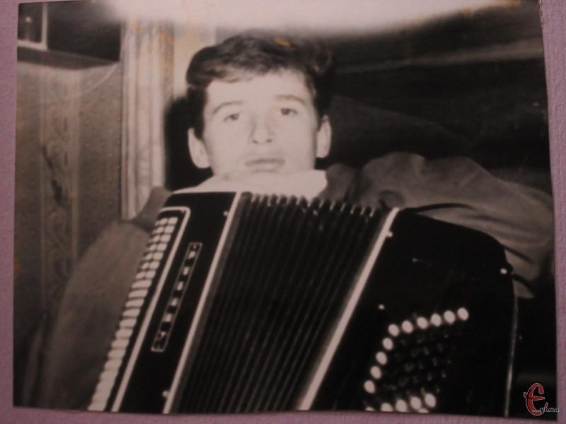 Свій перший гонорар Юра Нечистяк заробив у п'ятому класі, відігравши на баяні увесь вечір в дядька на золотому весіллі.