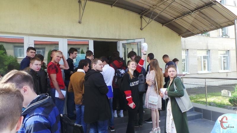 По Україні для участі у тестуванні зареєстровано 333 тисячі учасників, на Хмельниччині – 11 тисяч 683 особи