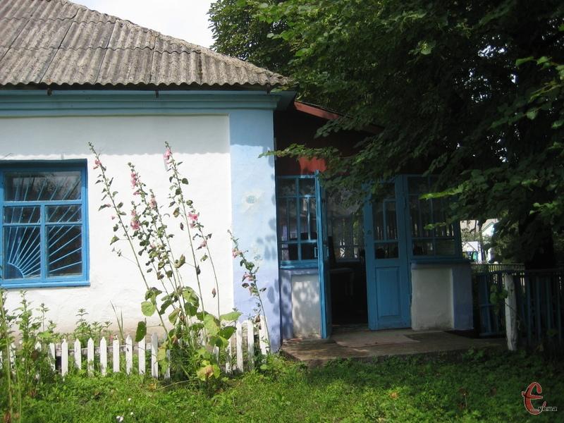 Сільська хата перетворилася на музей