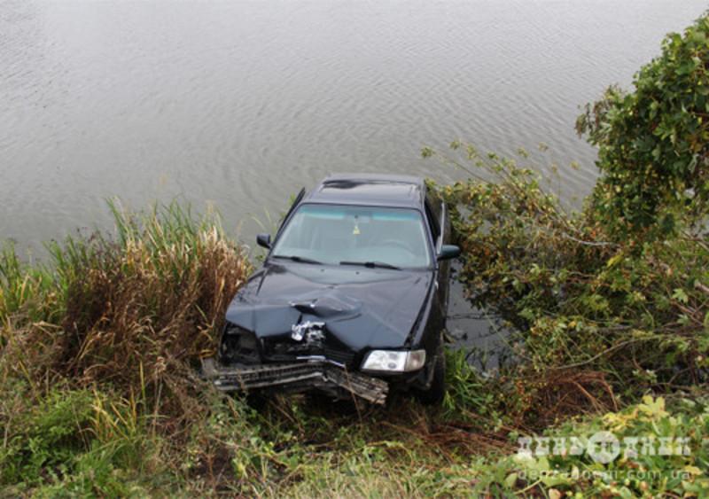 Під час удару бампер автівки відрекшетив у протилежний бік