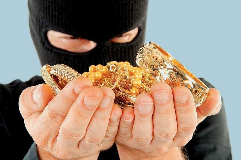 Злодій вкрав гроші і золото