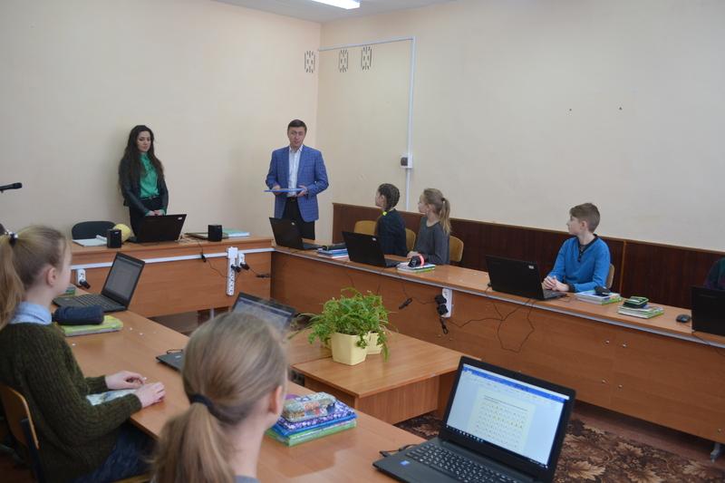З 2017 року лише у Волочиському районі нове обладнання отримають 19 загальноосвітніх шкіл, а у Хмельницькому - 11