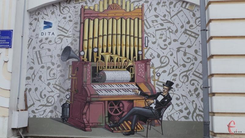 Біля намальованого піаніста можна буде сфотографуватися