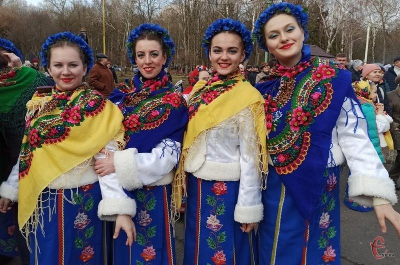 Окрасою свята були дівчата у віночках та національному одязі