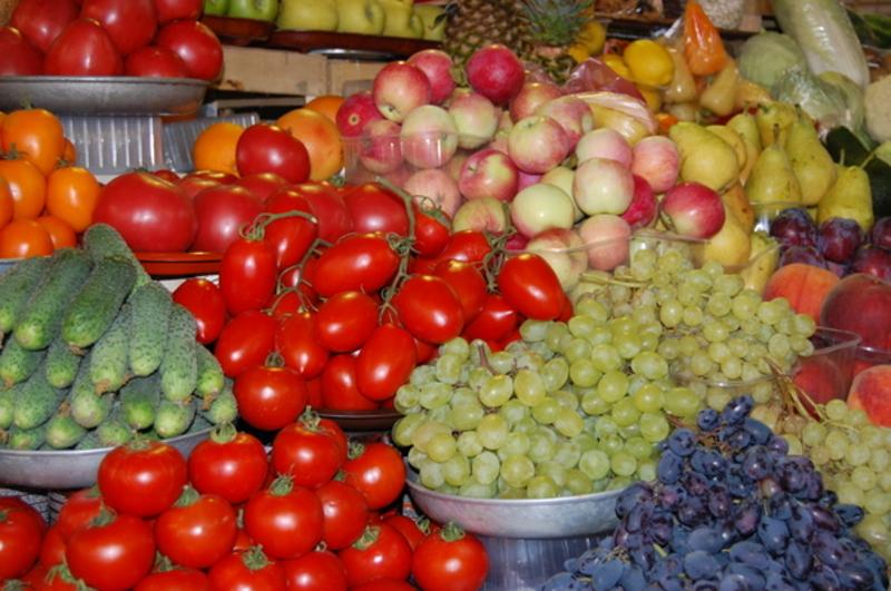 З-поміж овочів домінували свіжі помідори та огірки