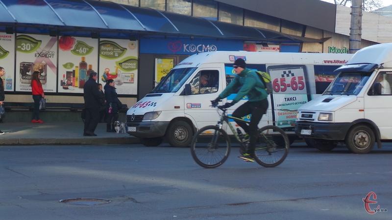Не всі велосипедисти знають правила дорожнього руху