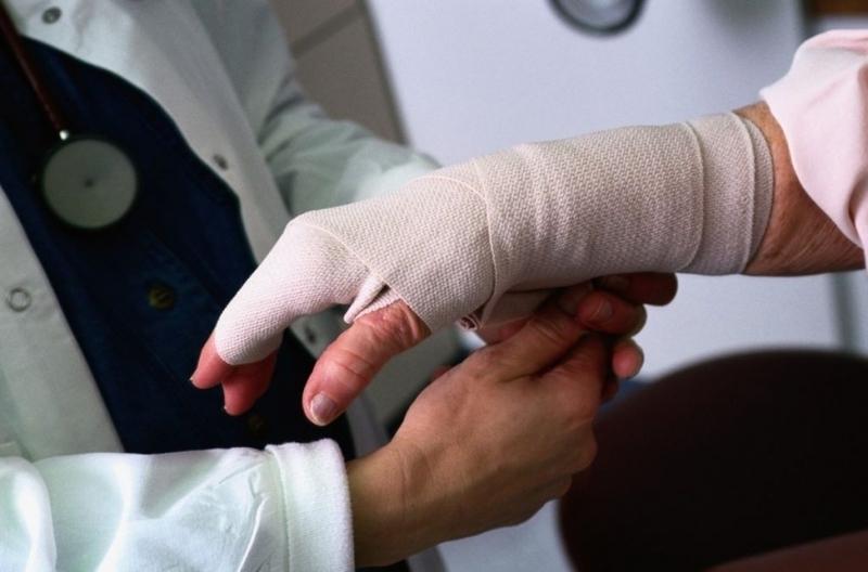 Одна людина обморозила руку