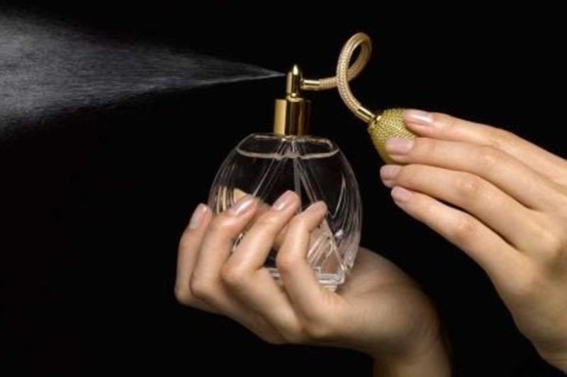 Поцуплена парфумована вода коштувала 425 гривень