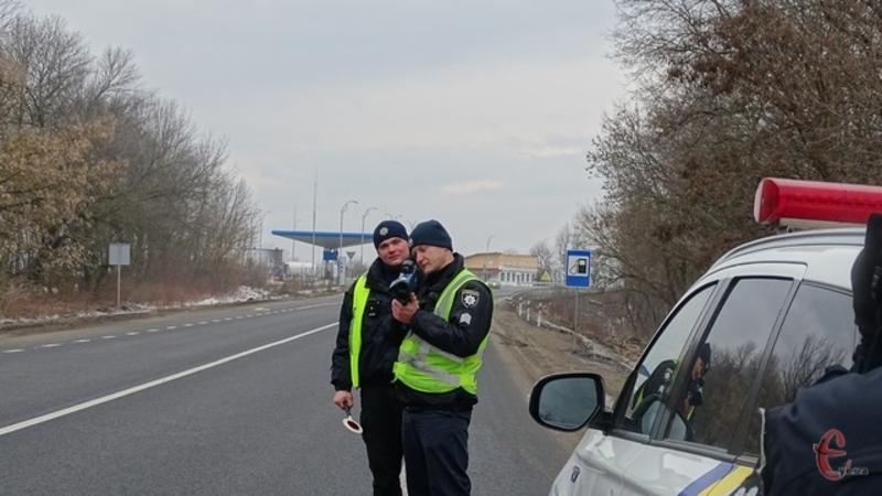 За перевищення встановлених обмежень швидкості руху транспортних засобів карається штрафом