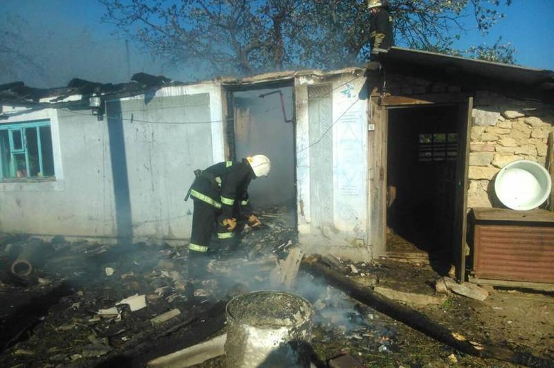 Рятувальники просять дотримуватись правил пожежної безпеки: не палити суху траву та стежити за справністю електрогосподарства