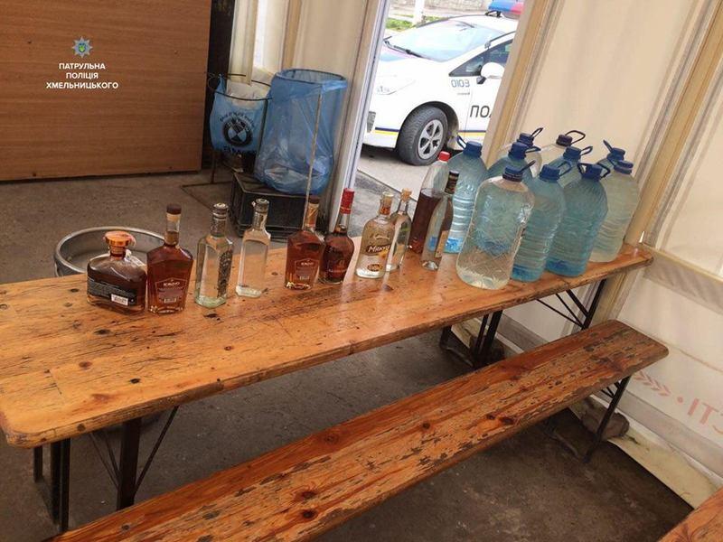 Патрульним 25-річний молодик підтвердив, що є власником алкогольної продукції