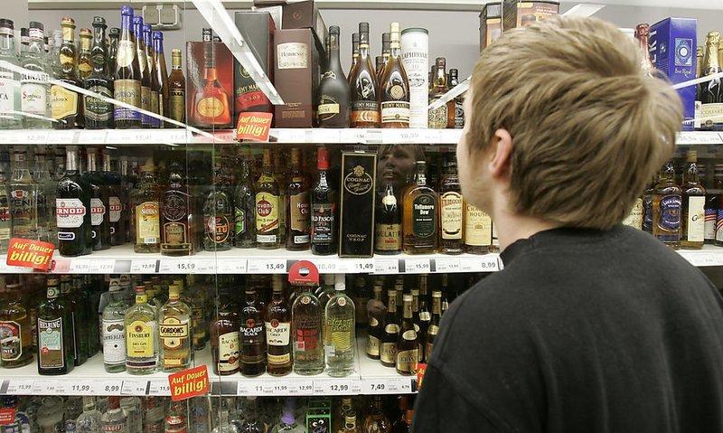 Продаж алкоголю особам, які не досягли 18 років, що автоматично тягне за собою анулювання ліцензії