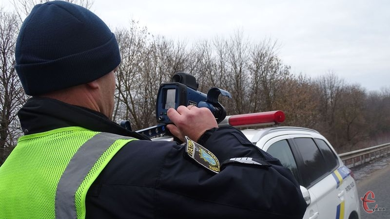 На Хмельниччині за допомогою приладу TruCAM впродовж тижня виявили 144 порушники швидкісного режиму