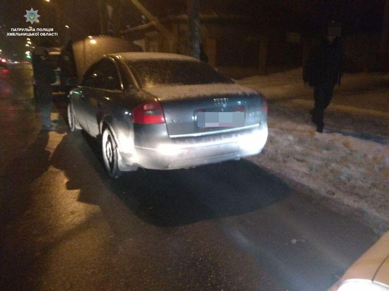 Автівку зупинили за порушення правил дорожнього руху