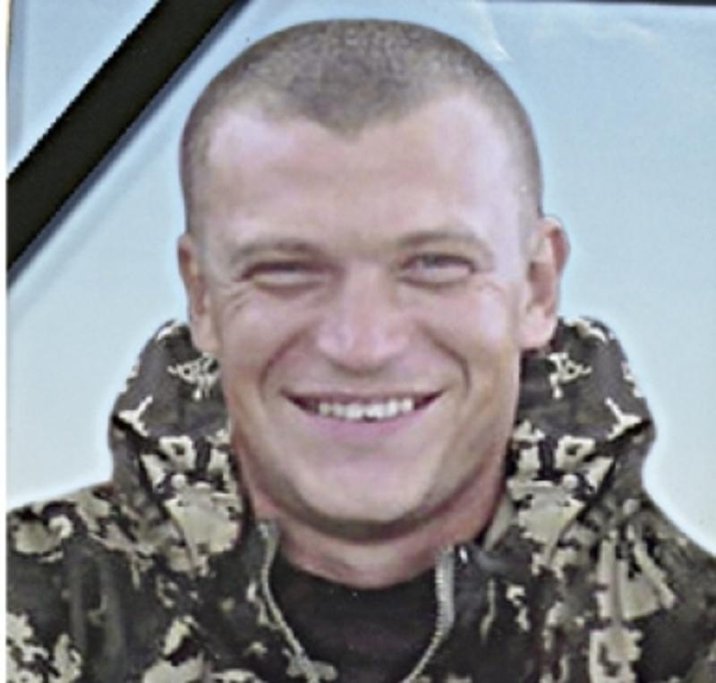 Молодший сержант 29-річний Дмитро Кримінський, родом із села Привітне, що на Кам'янеччині