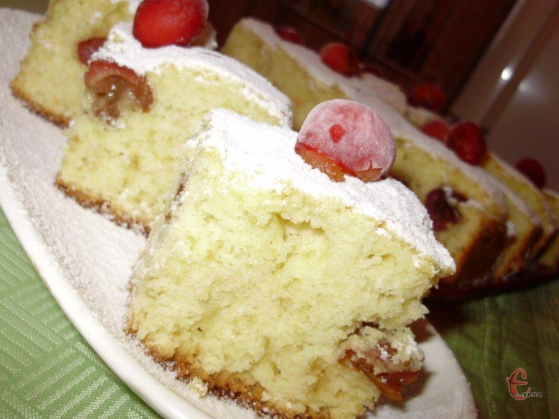 Простий бісквітний експрес-пиріг, який завжди входить пишним і смачним!
