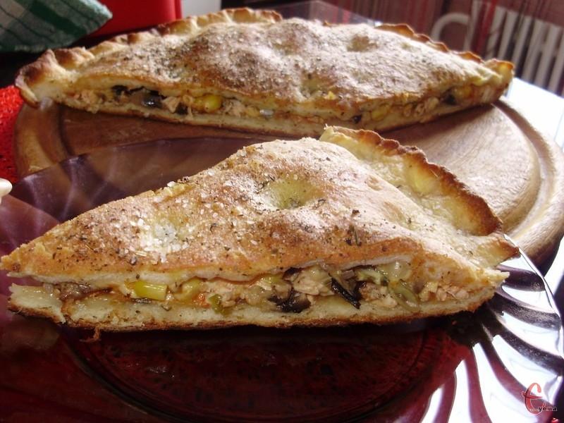 Не дивуйтеся, приготувати тісто для піци можна з картоплі! Воно виходить еластичним, із ним працювати одне задоволення.