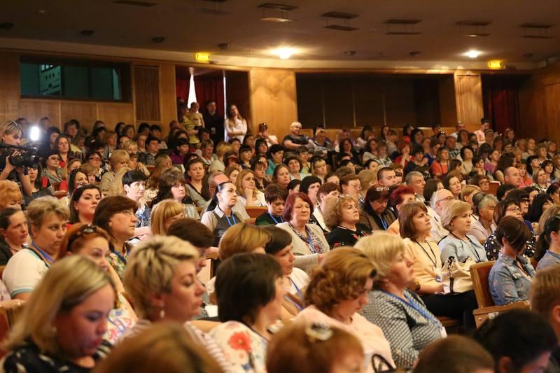Організатори кажуть, форум відвідало понад 800 учасників.
