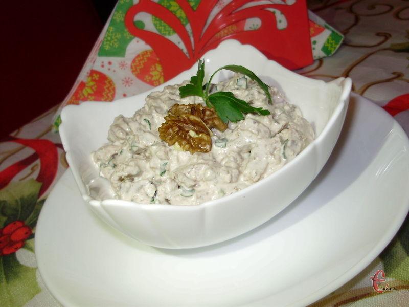 На чорноморському узбережжі Кавказу це традиційна обов'язкова страва на святковому столі, як у нас олів'є та шуба.
