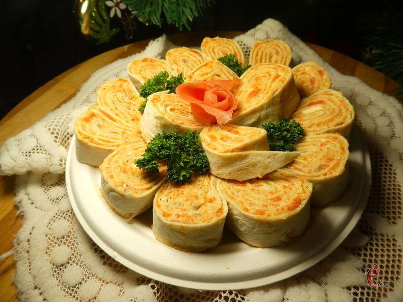 Паштет з оселедця з плавленим сиром, морквою і маслом добре зберігається в холодильнику, і ви можете легко приготувати собі швидкий перекус у будь-який час, маючи під рукою шматочок свіжого хліба.