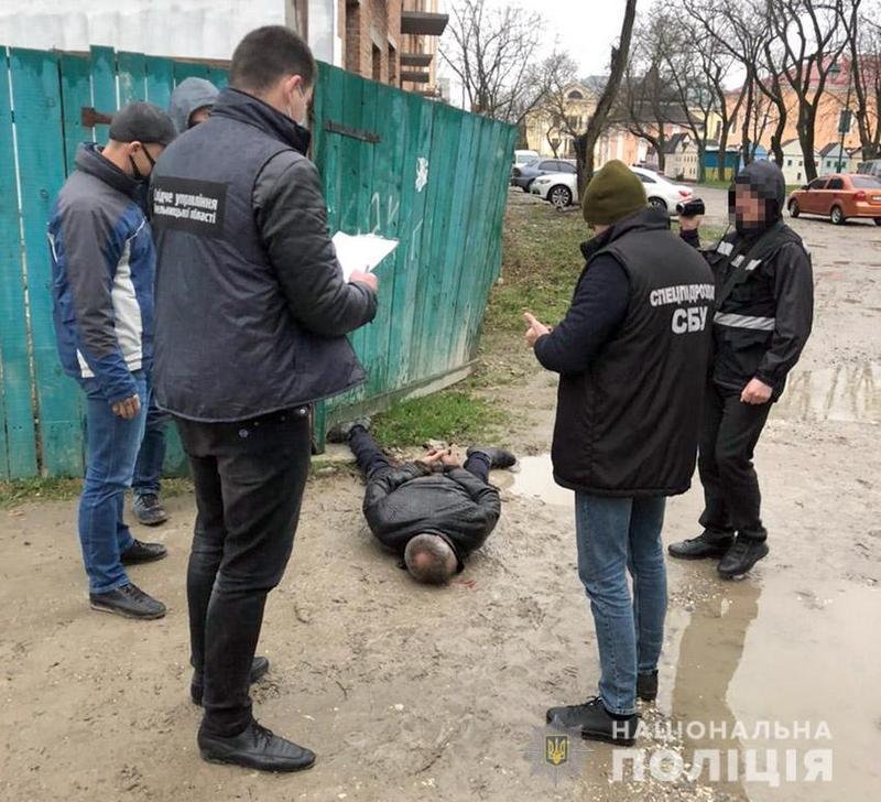 На Хмельниччині попередили умисне вбивство мешканки Чернівецької області