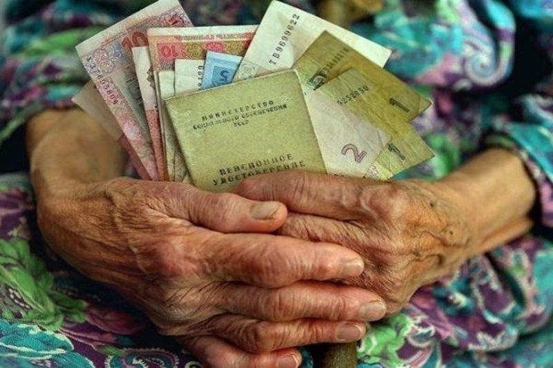 Частині людей поважного віку субсидію перерахували замість пошти у банк
