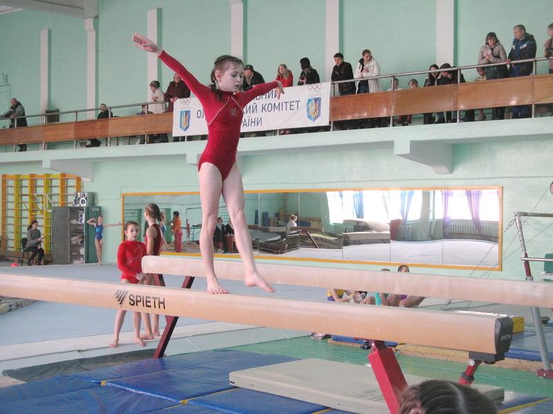У Хмельницькому змагалися гімнасти віком від 8 років і старші